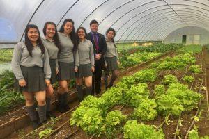 El-Seremi-de-Agricultura-junto-a-las-becadas-2018-del-Liceo-Adolfo-Matthei