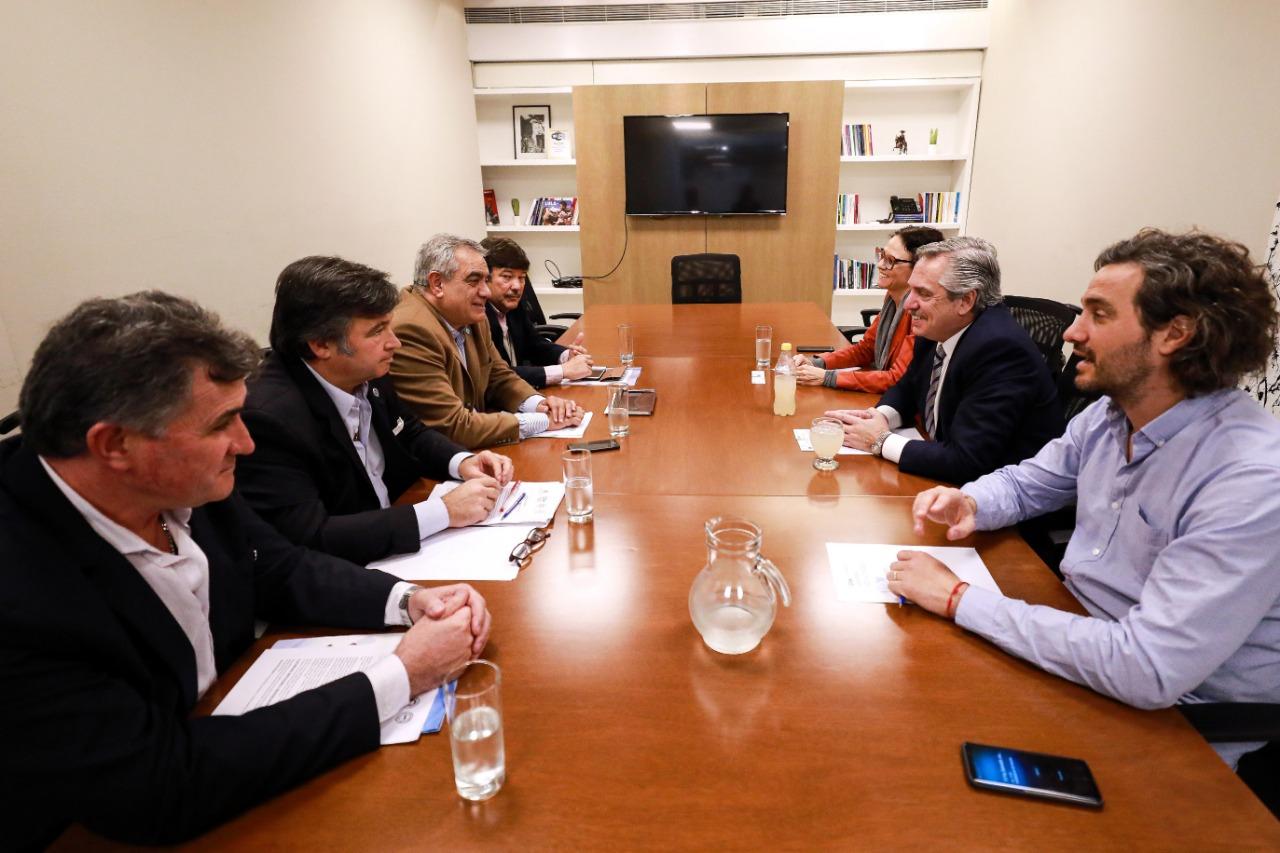La CEEA con el candidato del Frente de Todos. Foto: prensa Fernández